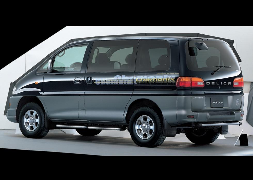 Фото Mitsubishi Delica Space Gear 1997. Фотографии Митсубиси Делика Спейс Гир 1997 года